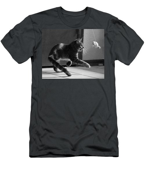 Xena Playing Men's T-Shirt (Athletic Fit)