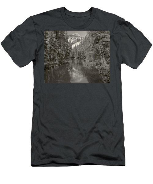 Yosemite Hike  Pictorial Men's T-Shirt (Athletic Fit)