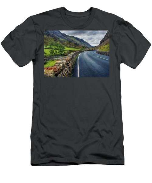 Llanberis Pass  Men's T-Shirt (Athletic Fit)