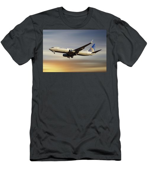 United Airlines Boeing 737-824 Men's T-Shirt (Athletic Fit)