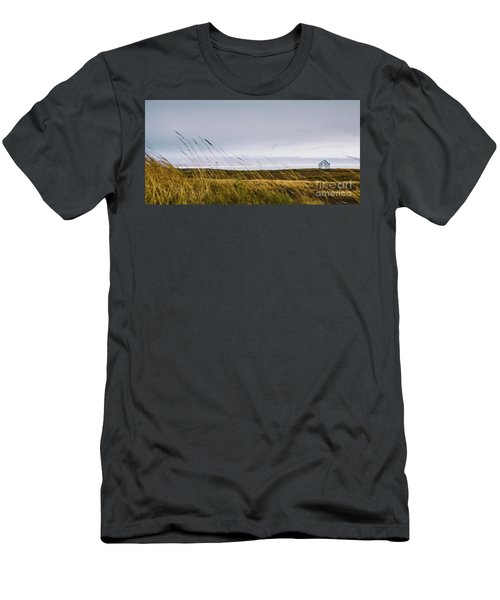 Beautiful Panoramic Photos Of Icelandic Landscapes That Transmit Beauty And Tranquility. Men's T-Shirt (Athletic Fit)
