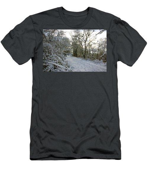 30/01/19  Rivington. Top Path Below The Pigeon Tower. Men's T-Shirt (Athletic Fit)
