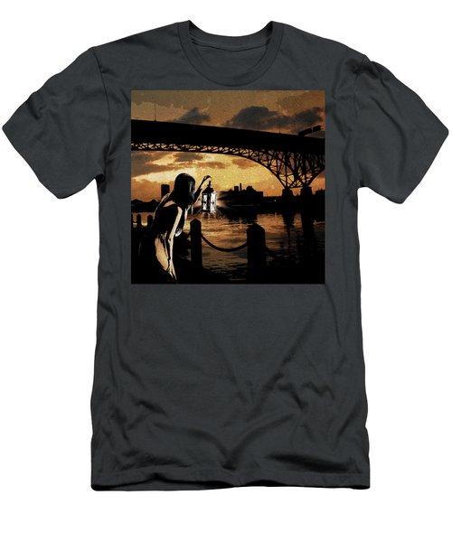Bridge Iv Men's T-Shirt (Athletic Fit)
