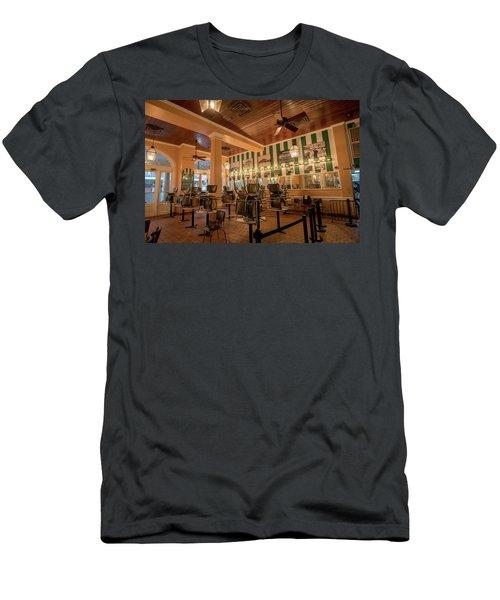 Cafe Du Monde In New Orleans Men's T-Shirt (Athletic Fit)