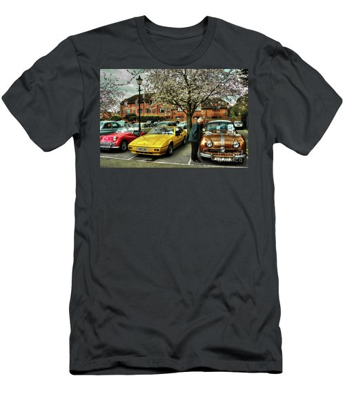 Classic Car Browsing  Men's T-Shirt (Athletic Fit)