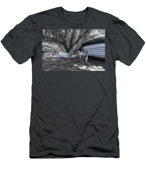 Costa Rica  Water Rafting Men's T-Shirt (Athletic Fit)