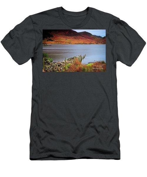 Crummock Water - English Lake District Men's T-Shirt (Athletic Fit)