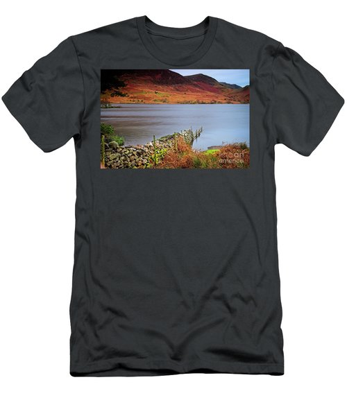 Crummock Water - English Lake District Men's T-Shirt (Athletic Fit)