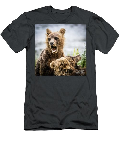 Grizzly Cubs Looking For Their Mum Men's T-Shirt (Athletic Fit)