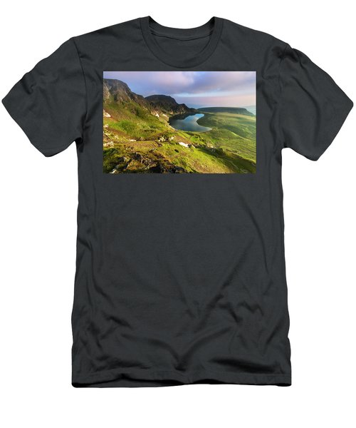 Kidney Lake Men's T-Shirt (Athletic Fit)