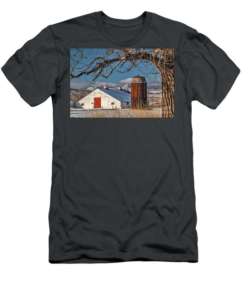 Large White Barn With Silo Men's T-Shirt (Athletic Fit)