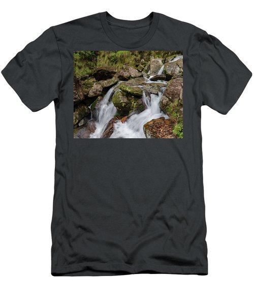 Medium Cascade Men's T-Shirt (Athletic Fit)