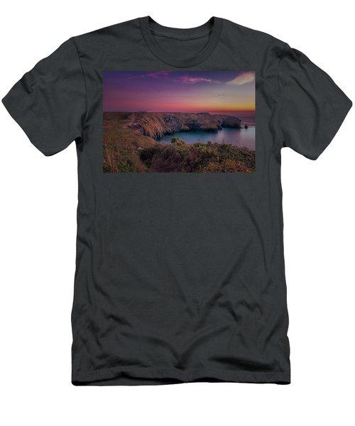 Mullion Cove Cornwall Sunset Men's T-Shirt (Athletic Fit)