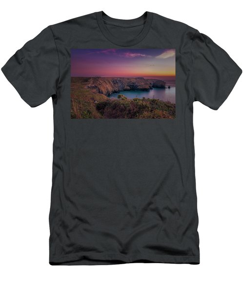 Mullion Cove Cornwall Sunset Men's T-Shirt (Athletic Fit)