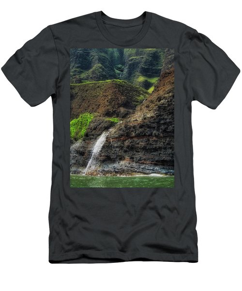 Na Pali Coast Waterfall Men's T-Shirt (Athletic Fit)