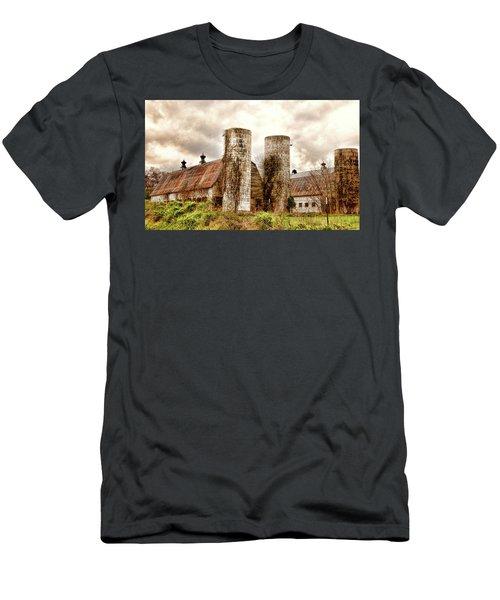 Old Rustic Barn In Cumberland Virginia Men's T-Shirt (Athletic Fit)