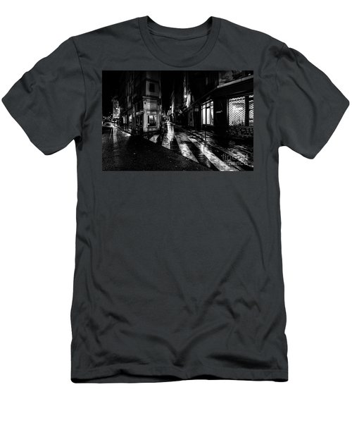 Paris At Night - Rue De Seine Men's T-Shirt (Athletic Fit)