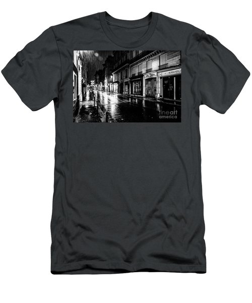 Paris At Night - Rue Saints Peres Men's T-Shirt (Athletic Fit)