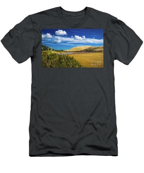 90 Miles Beach, New Zealand Men's T-Shirt (Athletic Fit)