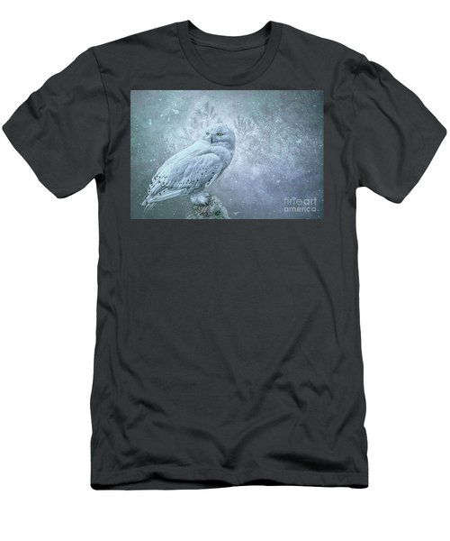 Snowy Owl In Winter Men's T-Shirt (Athletic Fit)