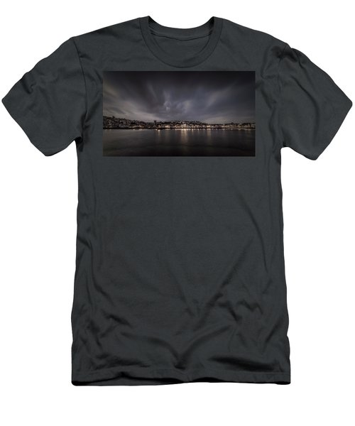St Ives Cornwall - Dramatic Sky Men's T-Shirt (Athletic Fit)