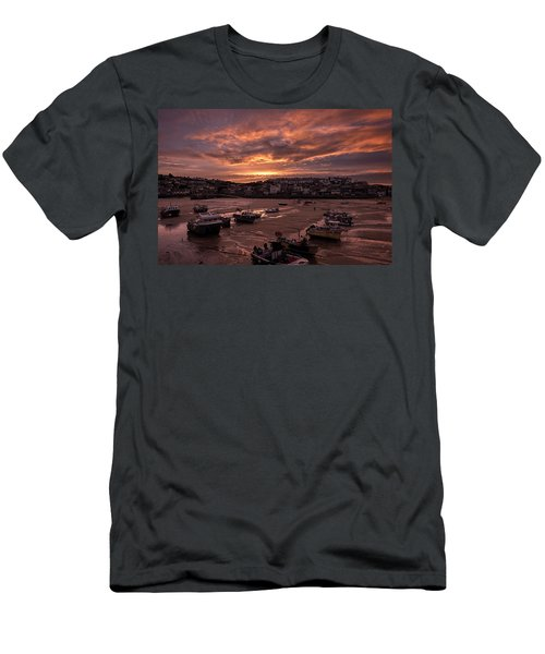 St Ives Cornwall - Harbour Sunset Men's T-Shirt (Athletic Fit)