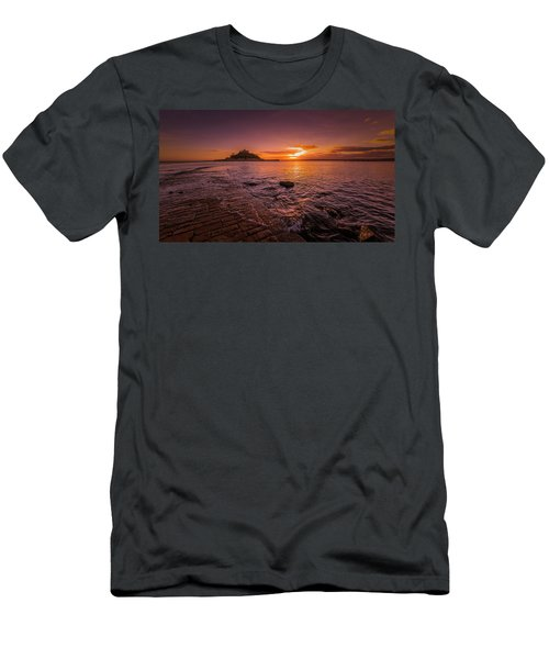 St Michael's Mount - January Sunset Men's T-Shirt (Athletic Fit)