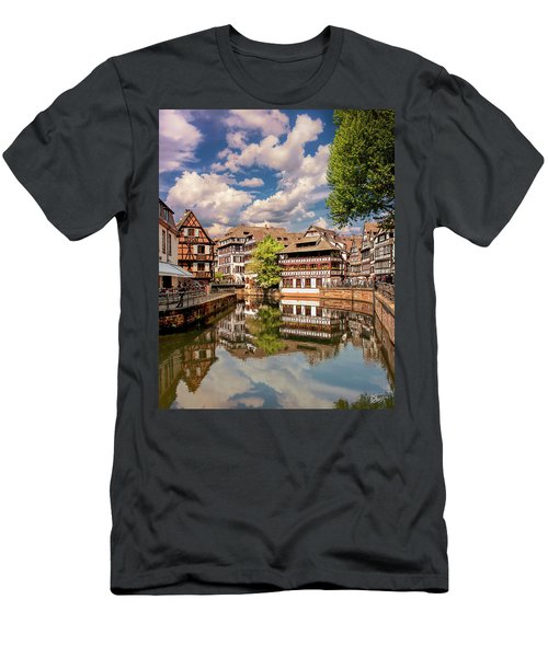 Strasbourg Center Men's T-Shirt (Athletic Fit)