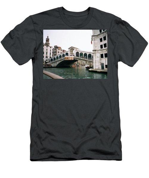 The Rialto Bridge  Men's T-Shirt (Athletic Fit)