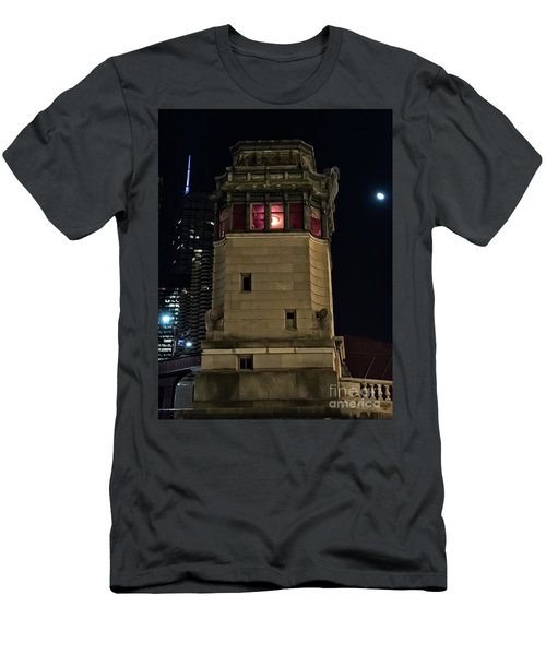 Vintage Chicago Bridge Tower At Night Men's T-Shirt (Athletic Fit)