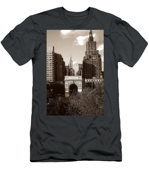 Washington Arch And New York University - Vintage Photo Art Men's T-Shirt (Athletic Fit)