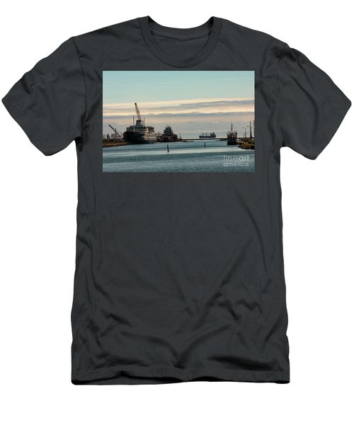 Welland Canal Ships Men's T-Shirt (Athletic Fit)