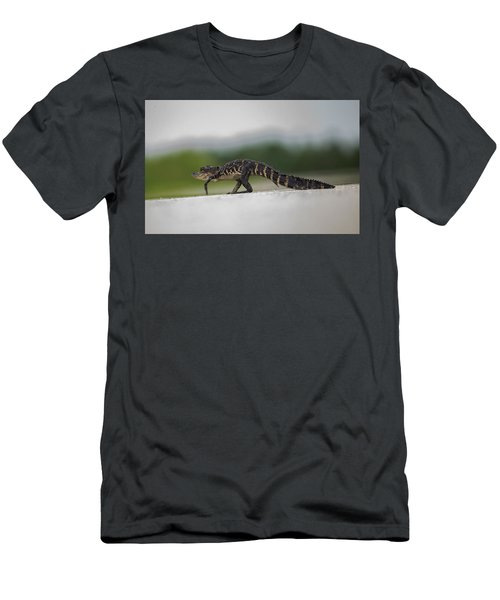 Why Did The Gator Cross The Road? Men's T-Shirt (Athletic Fit)