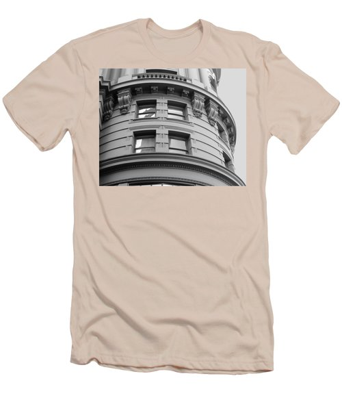 Circular Building Details San Francisco Bw Men's T-Shirt (Slim Fit) by Connie Fox