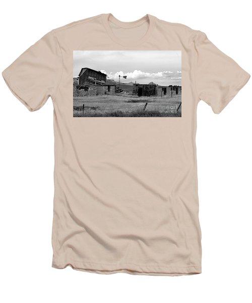Old Fort Men's T-Shirt (Athletic Fit)