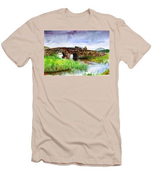 Quiet Man Bridge Ireland Men's T-Shirt (Slim Fit)