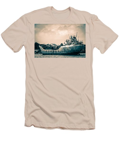 Rusty Ship Men's T-Shirt (Athletic Fit)