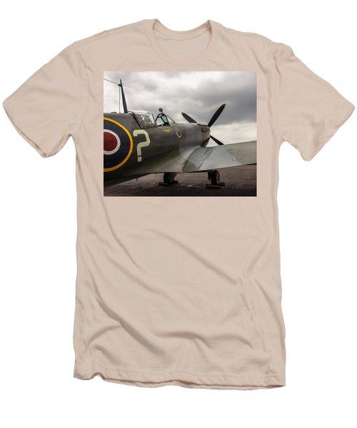 Spitfire On Display Men's T-Shirt (Slim Fit)