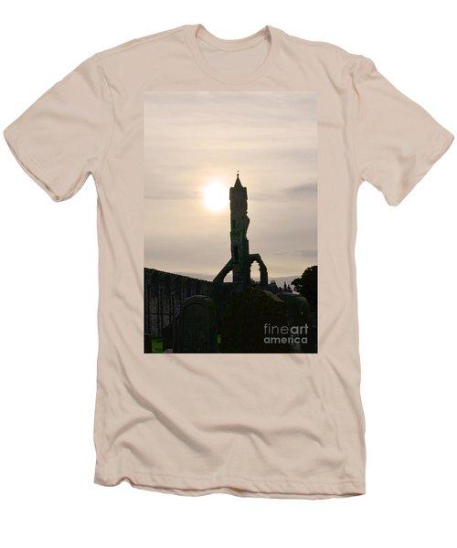 St Andrews Scotland At Dusk Men's T-Shirt (Athletic Fit)
