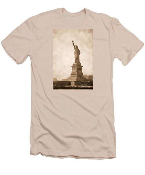 Vintage Statue Of Liberty Men's T-Shirt (Athletic Fit)