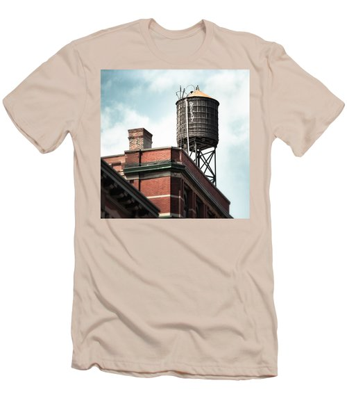 Water Tower In New York City - New York Water Tower 13 Men's T-Shirt (Slim Fit)