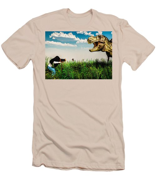 Wildlife Photographer  Men's T-Shirt (Athletic Fit)