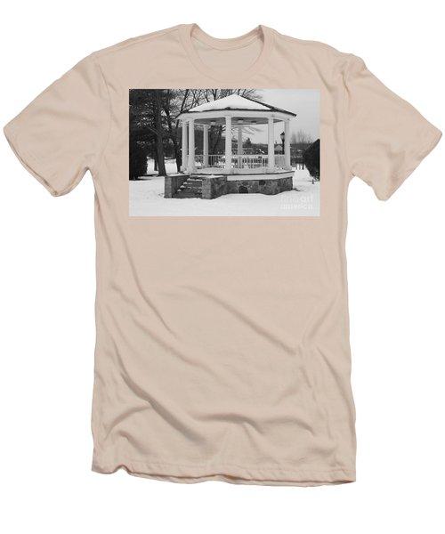 Winter Time Gazebo Men's T-Shirt (Athletic Fit)
