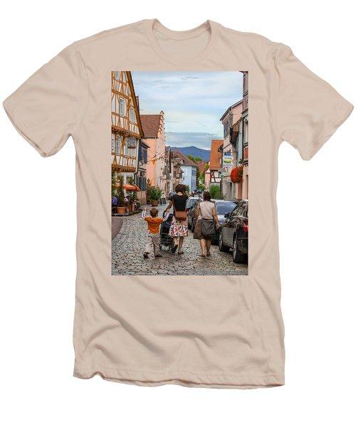 Bummeln Auf Dem Marktplatz Men's T-Shirt (Athletic Fit)