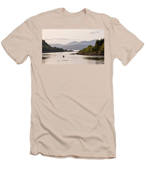 Looking To The Isle Of Mull Men's T-Shirt (Athletic Fit)