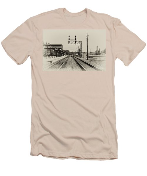 Salisbury North Carolina Depot Men's T-Shirt (Athletic Fit)