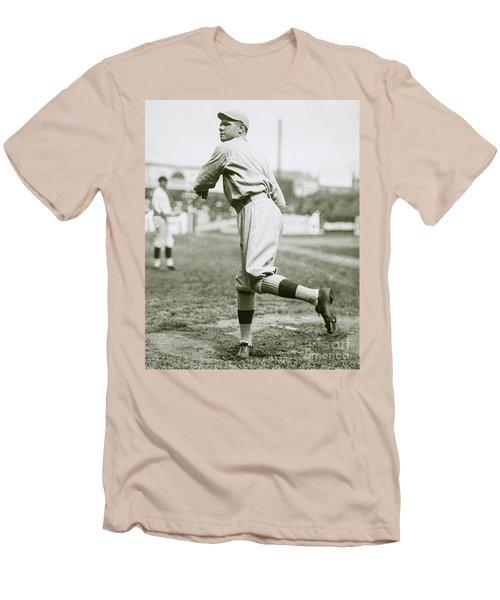 Babe Ruth Pitching Men's T-Shirt (Slim Fit)