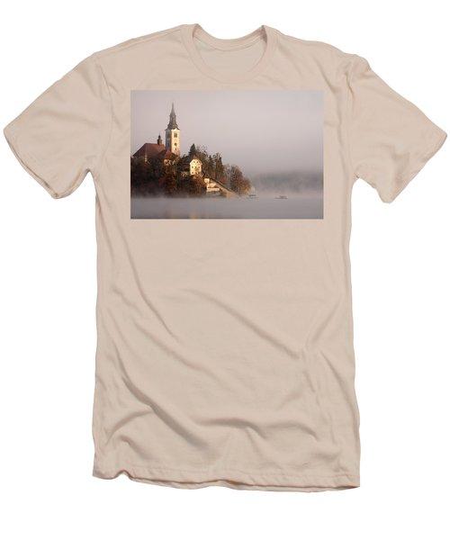 Misty Lake Bled Men's T-Shirt (Athletic Fit)