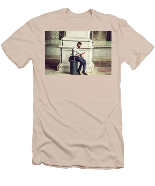 African American College Student Studying In New York Men's T-Shirt (Athletic Fit)