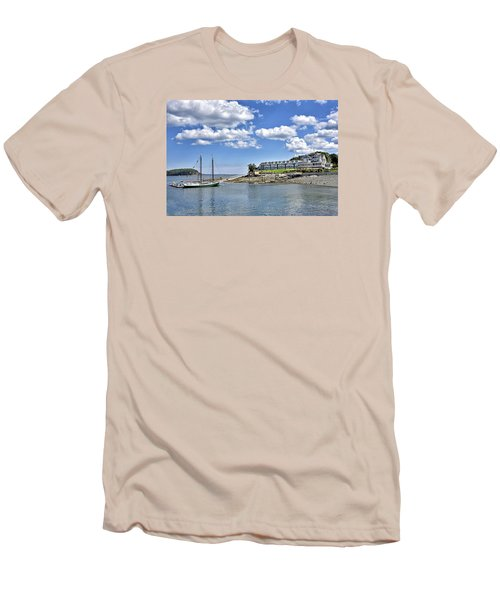 Bar Harbor Inn - Maine Men's T-Shirt (Athletic Fit)